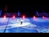 На льду Оксана Домнина и Максим Шабалин, поёт Юлиана Караулова