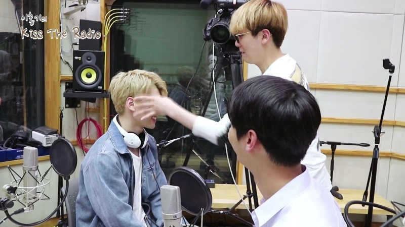 |170526| VIXX - Ken, N, Hyuk get penalty @ Lee Hongki's Kiss The Radio