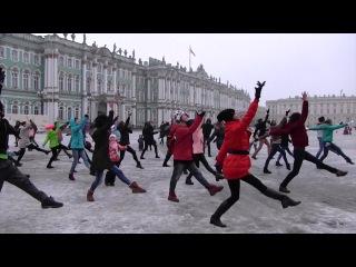 У ёлочки зажгли: флешмоб от хореографа Мариинки прошел на Дворцовой площади (ФАН...