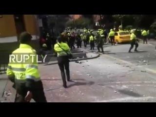 Колумбия: Офицер погиб, десятки получили ранения в взрыва близ Боготы арены для боя быков.