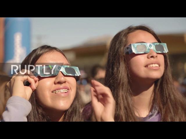 Чили: Солнечное затмение создает «Кольцо огня» привлекает тысячи зрителей.