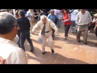 Crazy grandpa techno dance )))))) Сумасшедший дедуля техно танец)))))))
