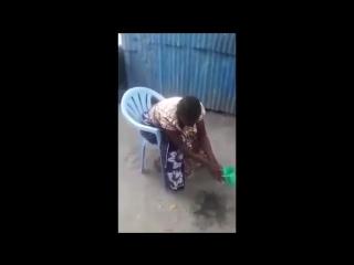 Эффектно села на стул