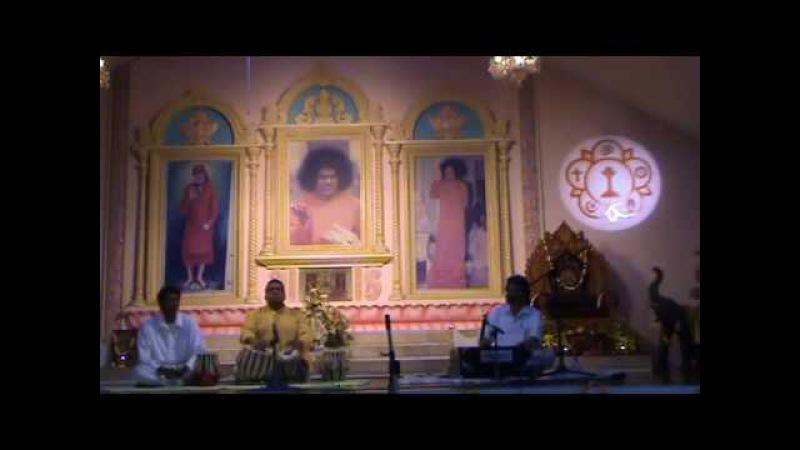 Sri Ajnish Rai sings Eashwaramba Priya Tanaya at Easwaramma Sai Center
