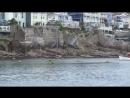 Фой 2. На видео можно увидеть как вода высоко поднимается во время прилива, можно заметить темные полосы на каменных стенах вдол