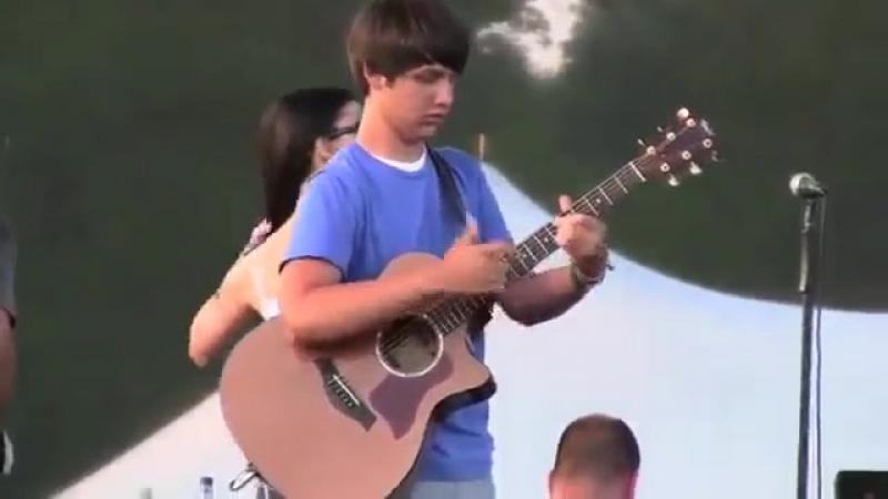 Афигенная игра на гитаре. Он просто нереальный виртуоз