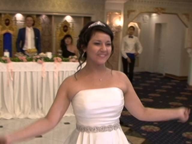 Парень красиво поет, у сестры на свадьбе!