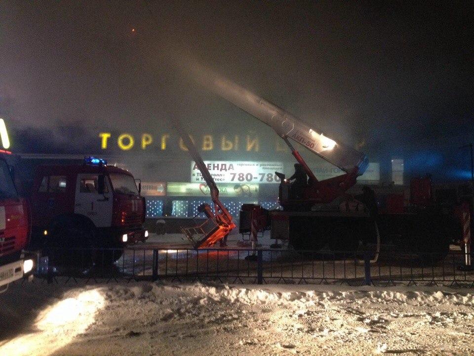 ВОрле пожарные гасят ТЦ «Атолл»