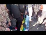 Киев, 18 июня, 2017 .Гей-парад . Правосеки сжигают флаг ЛГБТ