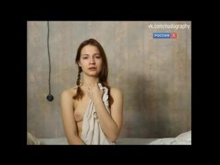 Мария Луговая голая в спектакле По поводу мокрого снега (2011)