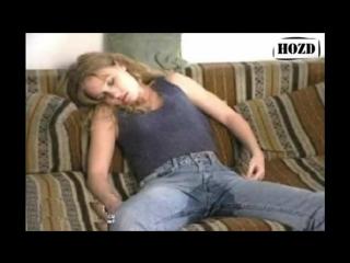 Девушка раздевается перед камерой (не полная версия)