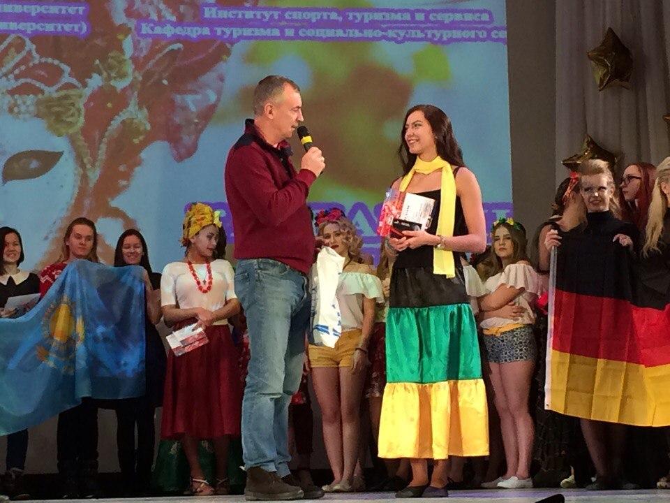 две русские стеснительные подружки позвали в гости онлайн