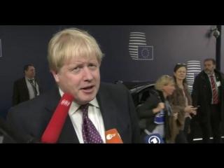 Глава МИД Великобритании получил микрофоном в лицо