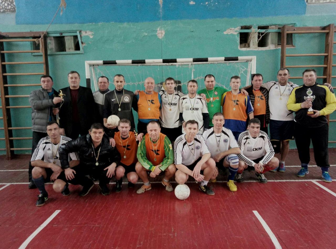 Итоги года турниром среди ветеранов старше сорока лет подвел комитет футзала областной федерации футбола.