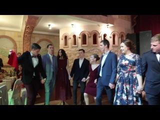 Русские танцуют Кочари (армянский традиционный танец)