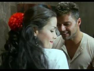 Sos Mi Vida, La Monita baila con Ricky Martin.