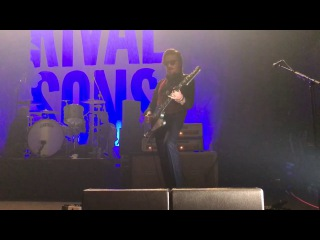 Rival Sons Scott Holiday Tell Me Something Solo