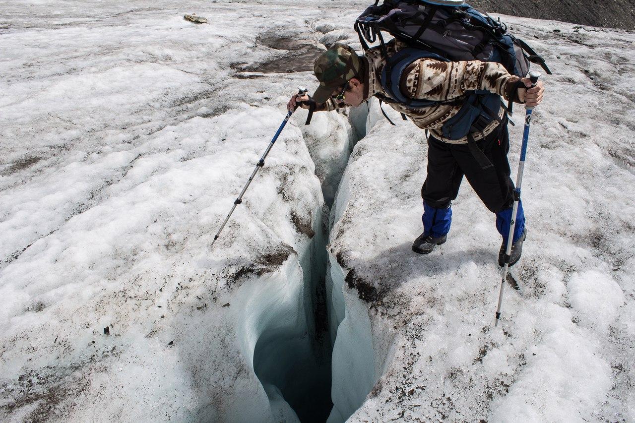 Трещины на леднике Большой Актру
