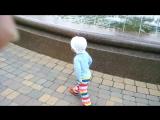 Дариночка с папой на фонтане