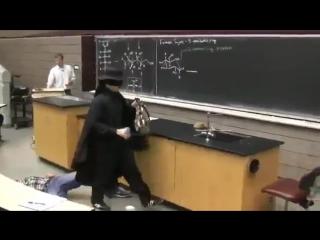 Как правильно срывать лекции (6 sec)