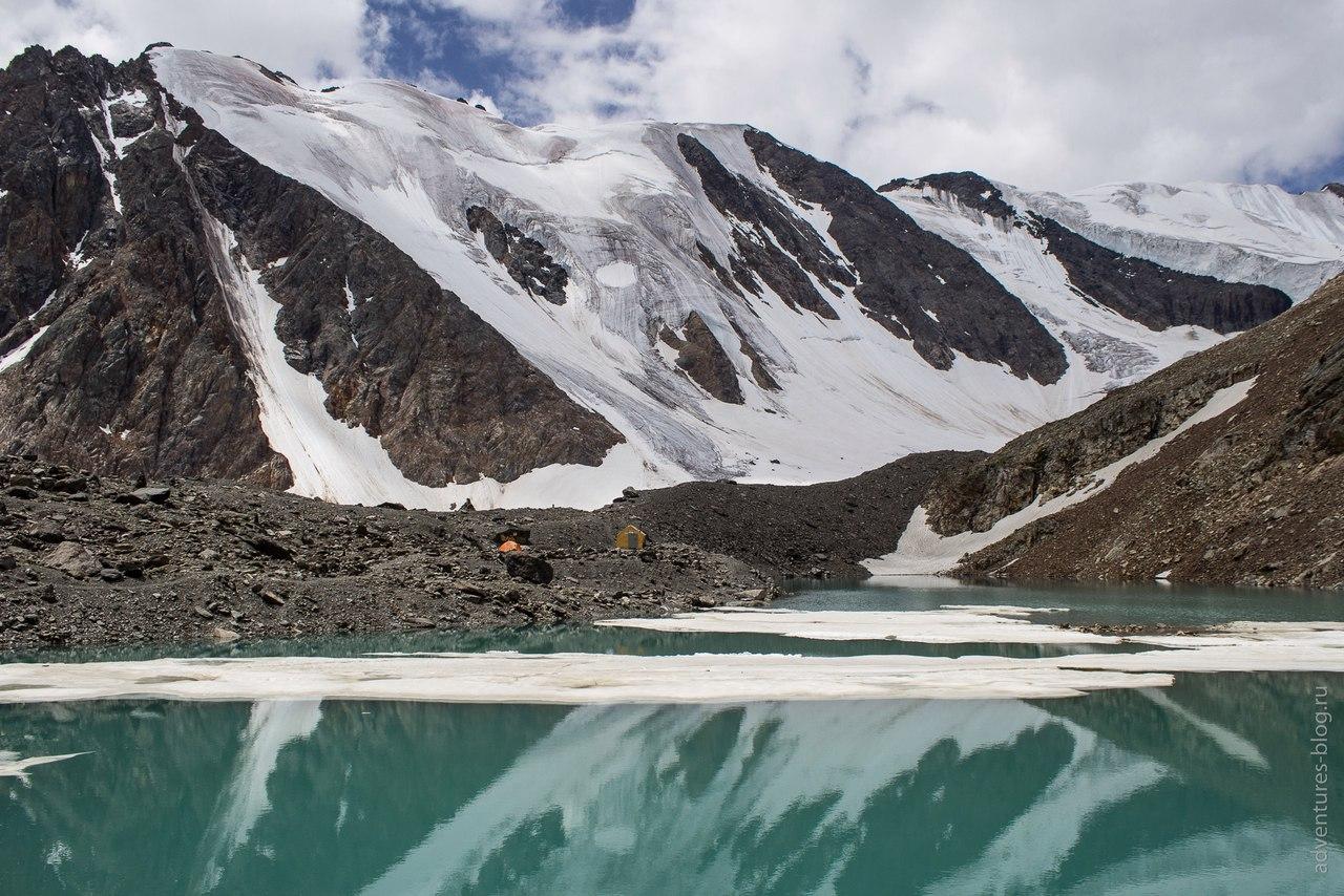 Голубое озеро и гребень Радистов