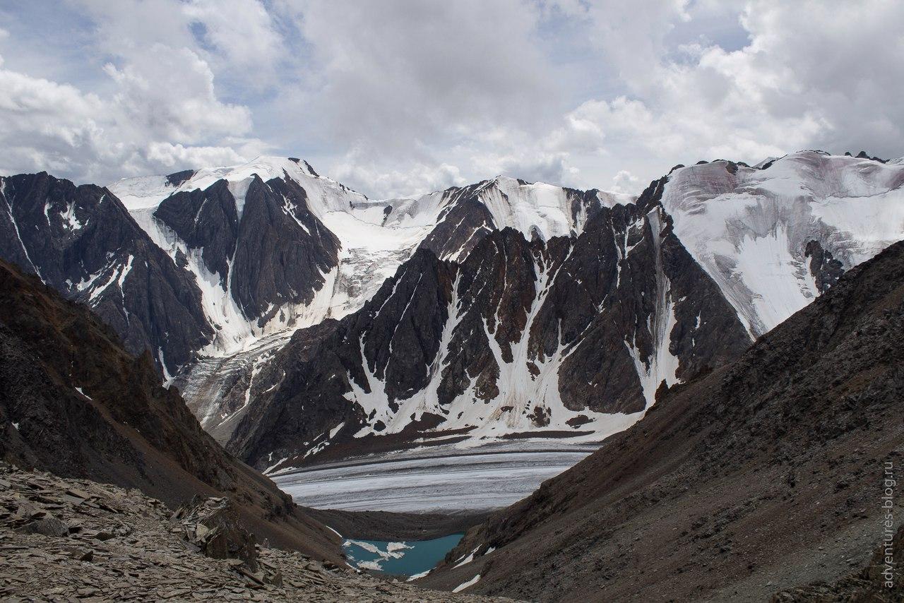 Вид с подъема на перевал Значкистов 1Б