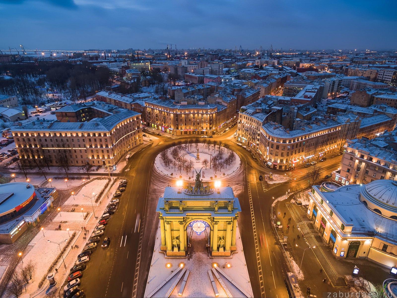 Нарвские ворота в Санкт-Петербурге зимой
