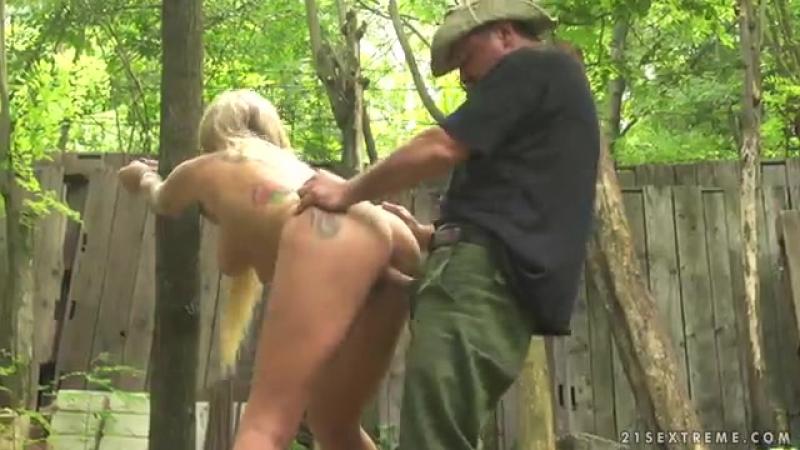 проститутку сняли в лесу