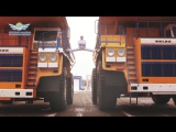Белорус сел на шпагат между движущимися БелАЗами_The MOST EPIC Epic Split! 160 Ton BelAZ Dump Trucks