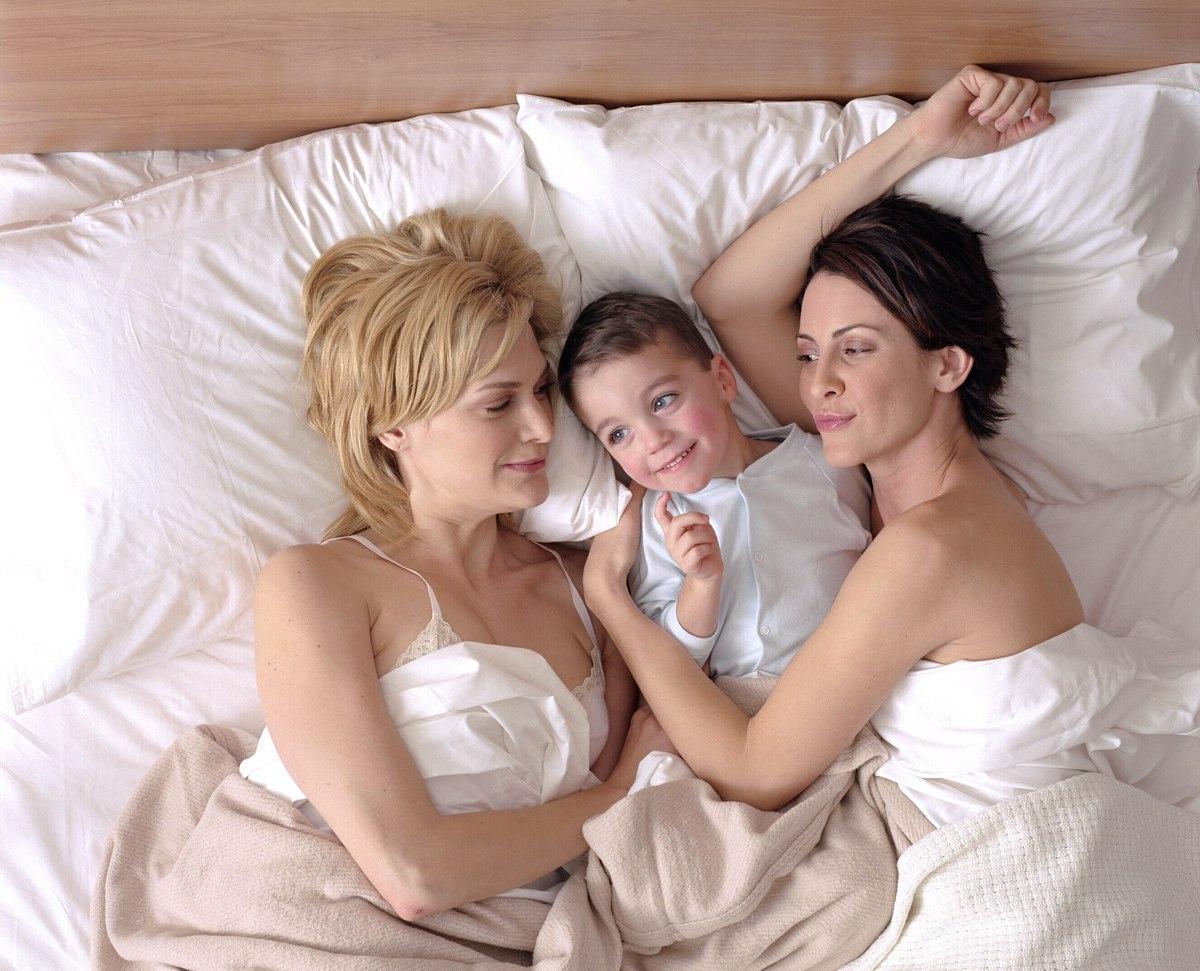 porno-video-vzroslaya-i-molodaya-lesbiyanki