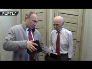 Путин поздравил своего бывшего начальника в КГБ с 90-летием