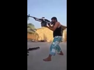 Сирия, работа снайпера_ террорист-пулеметчик получает пулю в голову