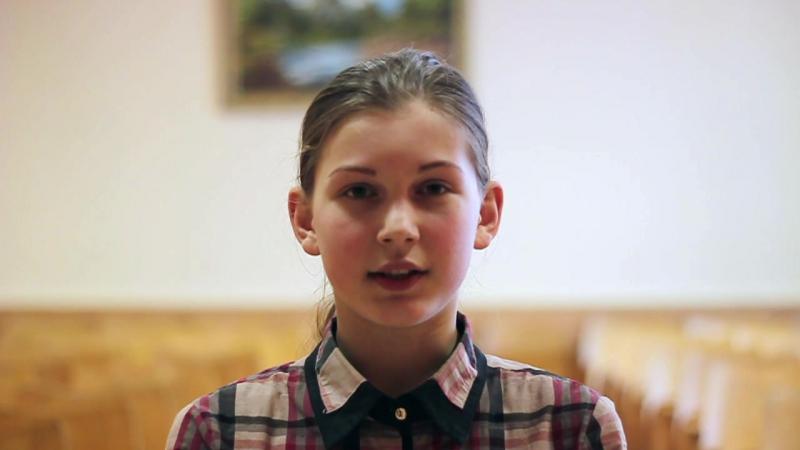 Анастасія Бялова чытае верш Рыгора Барадуліна Трэба дома бываць часцей