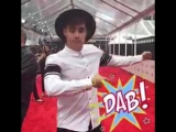 Funny video with Jorge on the red carpet of the AMAs