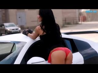 Девушка позирует перед мото! сексуальная девушка, новая эротика с брюнетками и авто, эротический клип (порно Net)