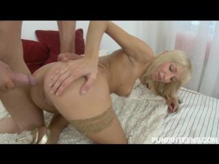 Порно хрупкая девушка сосет член фото 7-9