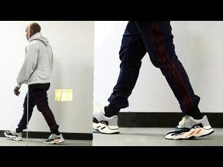 SNEAKERNEWS. adidas Yeezy Runner,кроссовки посвященные Году Петуха