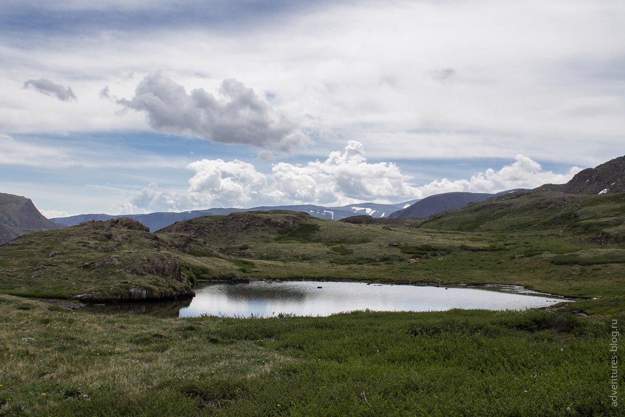 Озеро под перевалом Эренбурга