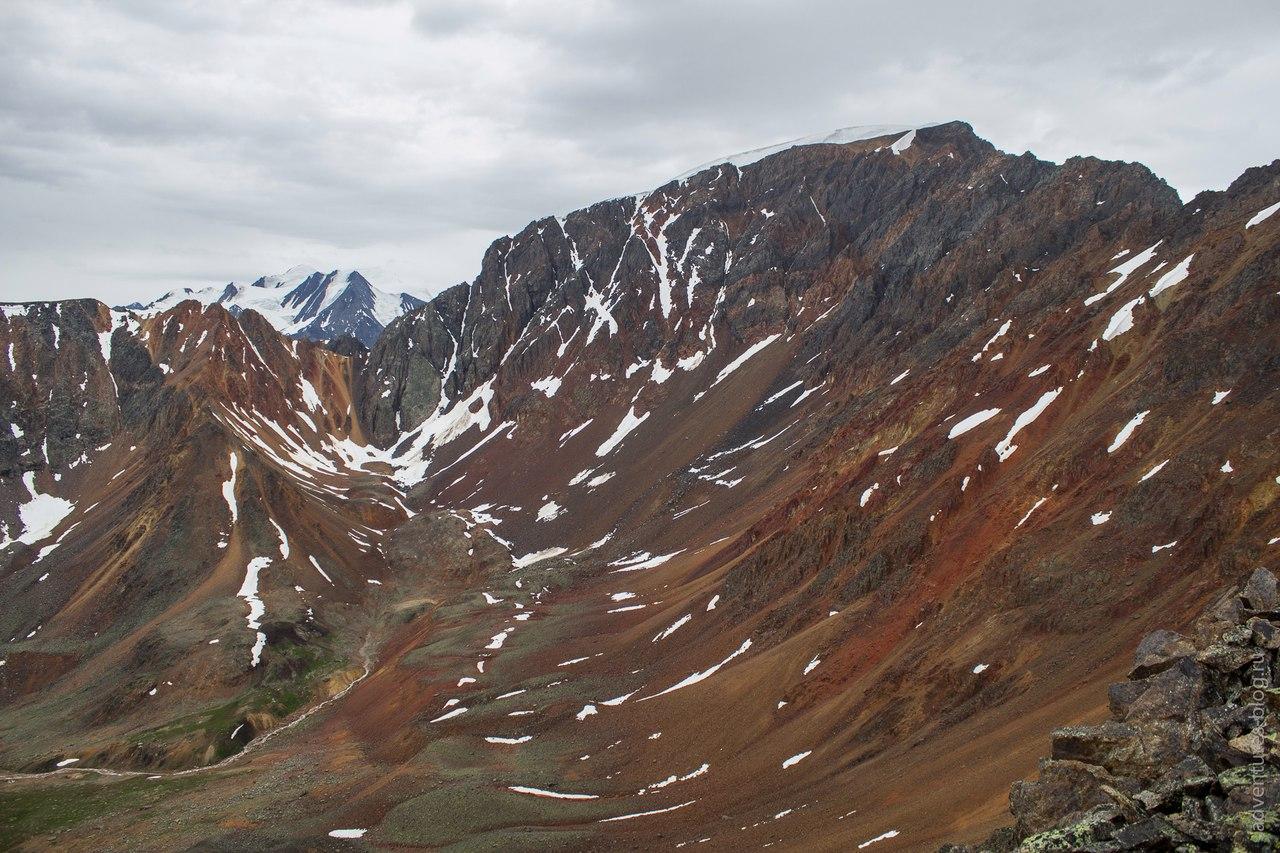 Красные скалы с перевала Томич