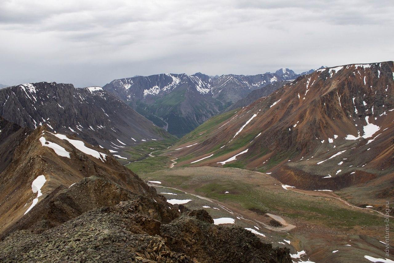 Вид с Томича на долину Карагема