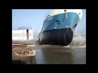 Спуск больших кораблей на воду