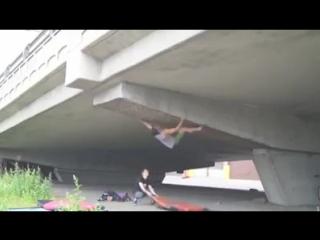 Человек паук и мост