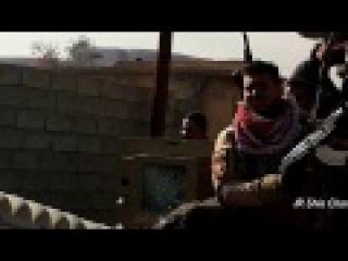 Иракские военные везут на капоте мёртвого Daesh в Sharqat