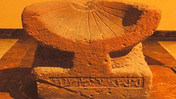 Русская надпись на солнечных часах возрастом минимум 2500 лет