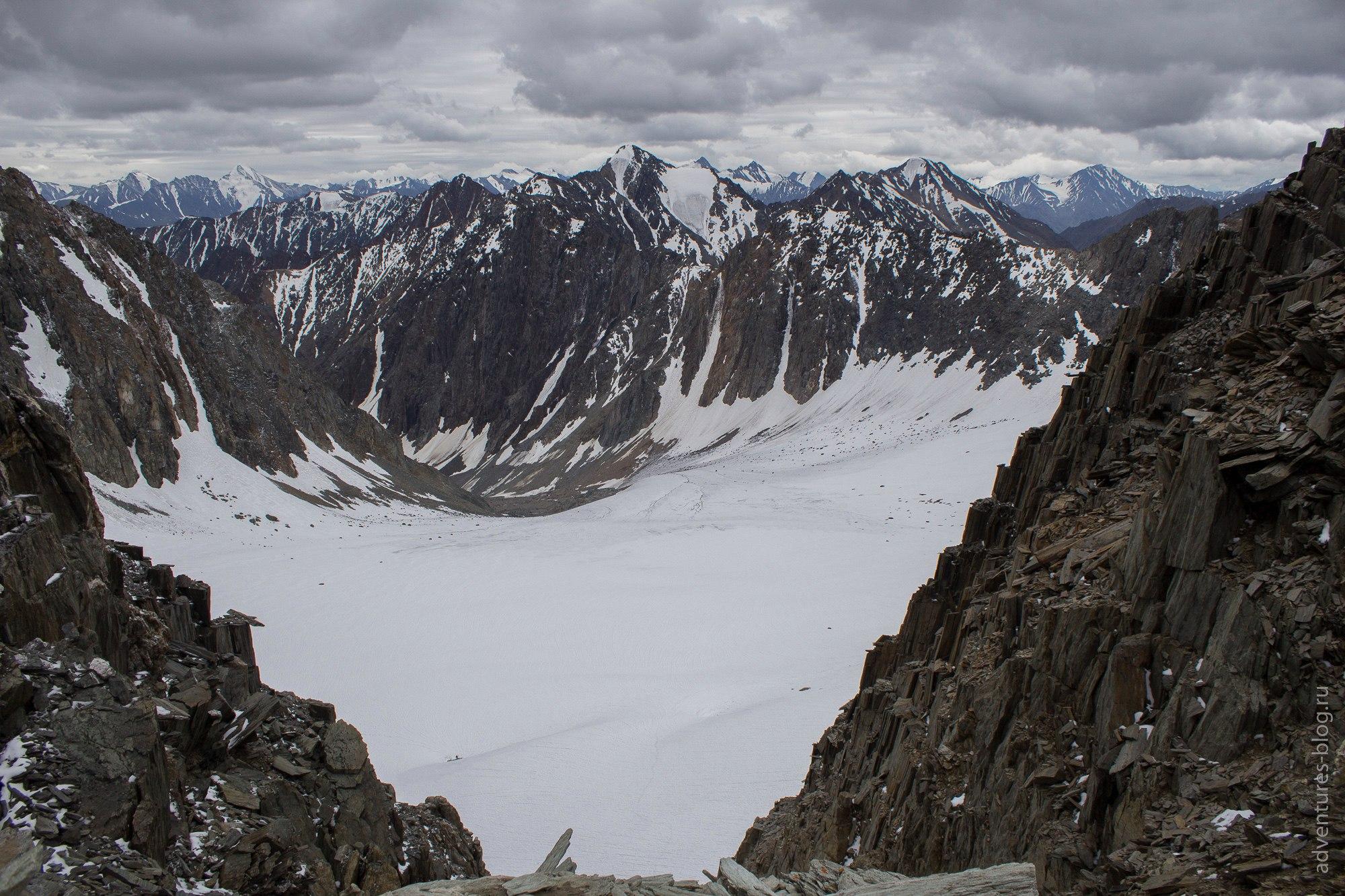 Вид с перевала Абыл-оюк на ледник Ступенчатый
