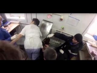 Руку пекаря зажевала машинка для раскатки теста