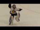 8-летний мальчик играет в хоккей, а в перерывах матчей танцует
