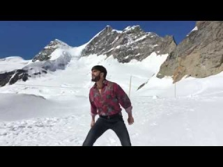 Ranveer Singh Recreated Shah Rukh Khan's Famous Song From 'Darr' Proving He's A Huge SRK Fanboy