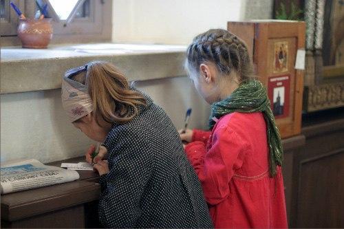 Поход в храм с ребенком - это подвиг, труд, жертва, прокладывающая тропку в Царство Небесное и для дитя и для родителя.