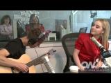 Выступление с песней «Theres Nothing Holdin Me Back» (кавер на Шона Мендеса) в студии радио-шоу Райана Сикреста (20.07.17; Лос-А